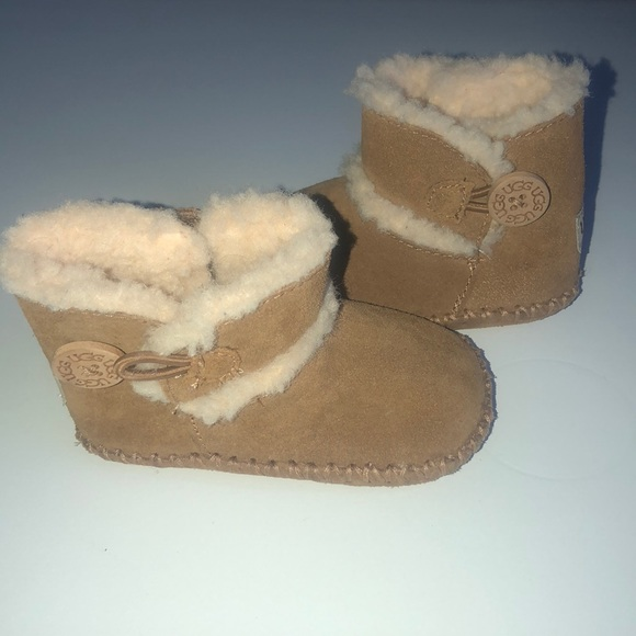 a953afe87bf Unisex Uggs for baby size 2/3c